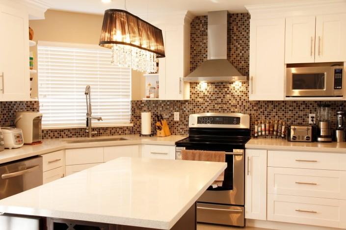 White Modern Shaker Kitchen Cabinet - Montreal
