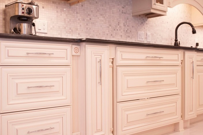 Classic Kitchen Cabinet - Montreal