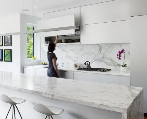 Cuisine Moderne Modern Kitchen porcelain looks like marble modern