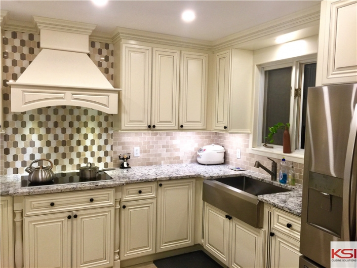 solid wood traditional kitchens