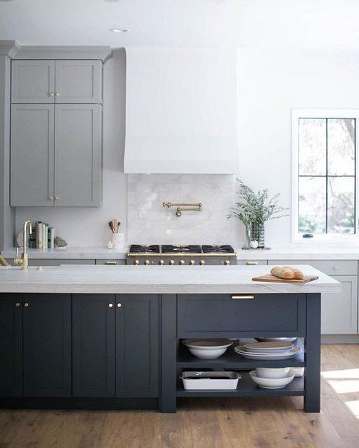 Two Tone Kitchen Cabinets A Versatile, Are Two Tone Kitchen Cabinets In Style 2020